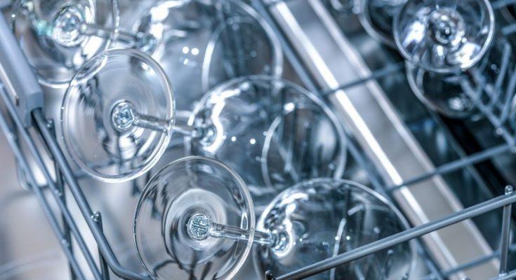 La tua lavastoviglie Hotpoint Ariston ha le spie lampeggianti Ecco quali potrebbero essere i problemi_